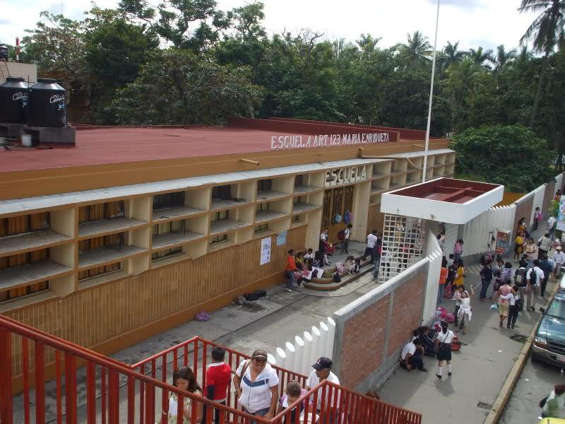 Escuela secundaria agujero