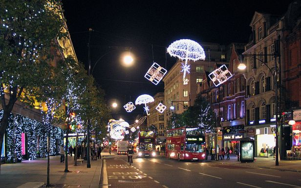 Christmas_decorations_on_Oxford_Street,_London