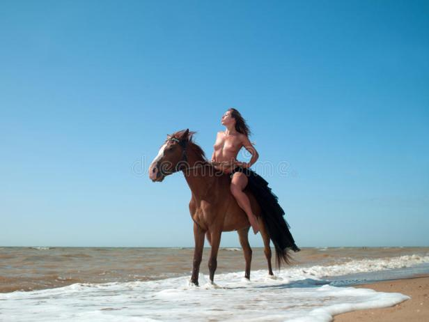 mujer y mar