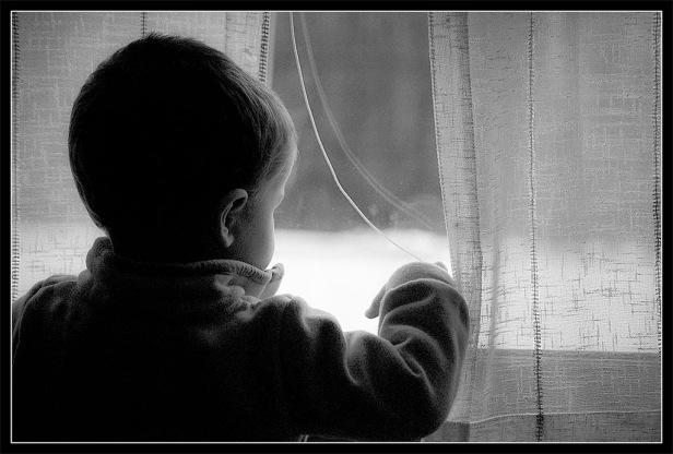 Mirando-por-la-ventana
