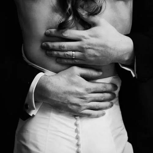 Resultado de imagen para abrazo pasional